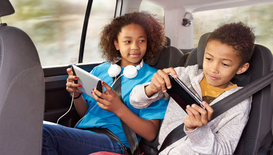 kids-in-car-wifi